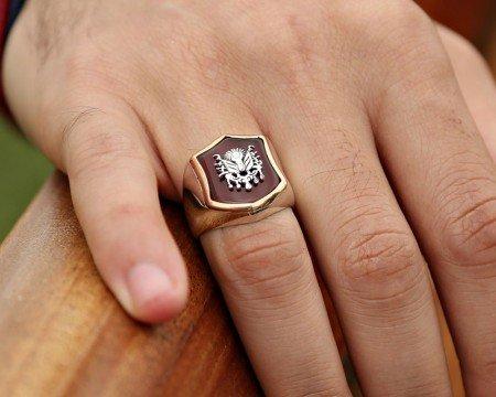 925 Ayar Gümüş Arma Desenli Akik Taşlı Yüzük - Thumbnail