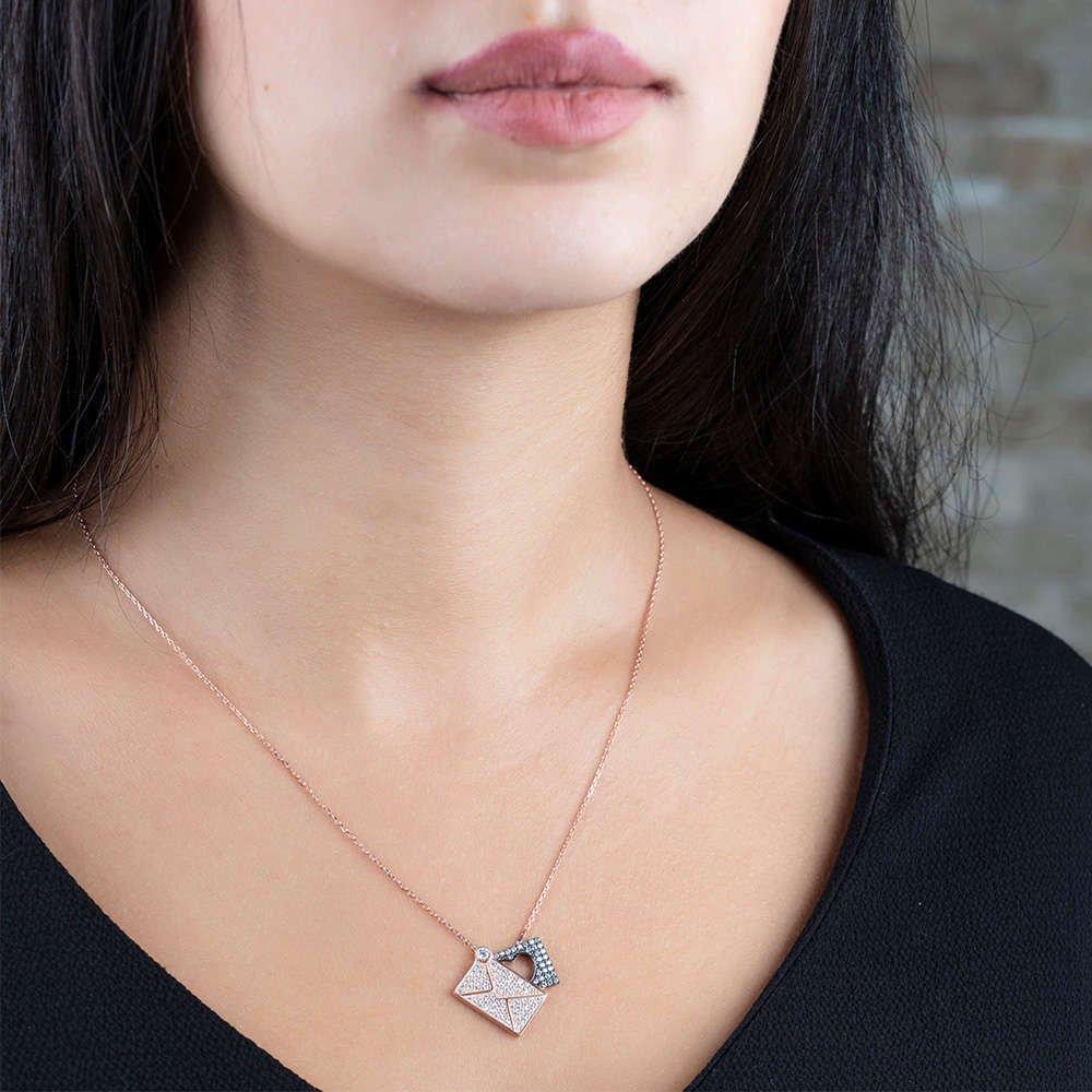 Beyaz Zirkon Taşlı Aşk Mektubu Tasarım 925 Ayar Gümüş Bayan Kolye