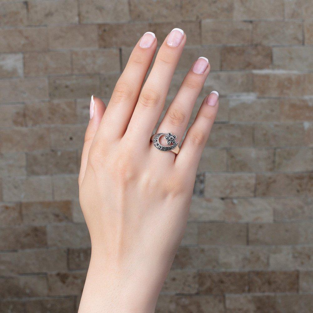 925 Ayar Gümüş Siyah Zirkon Taşlı Çiçek-Hilal Tasarım Bayan Yüzük