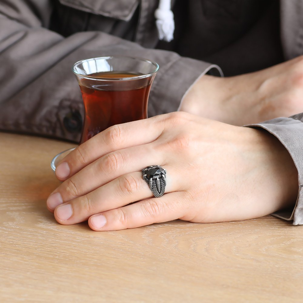 Kartal Pençesi İşlemeli Siyah Zirkon Taşlı 925 Ayar Gümüş Erkek Yüzük