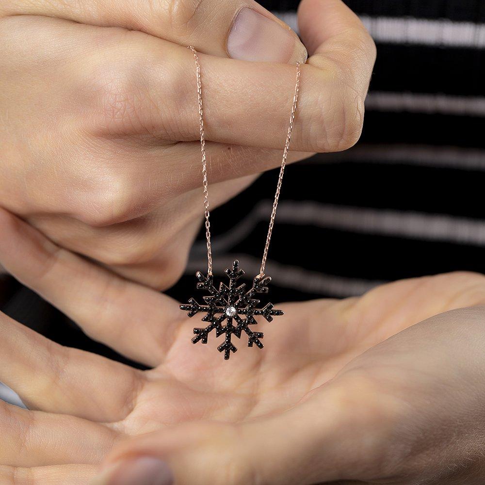 Siyah Zirkon Taşlı Kar Tanesi Tasarım 925 Ayar Gümüş Bayan Kolye