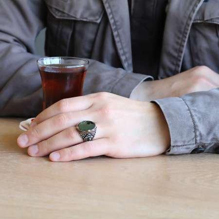 Vav Yazılı Kristal Kesim Yeşil Zirkon Taşlı 925 Ayar Gümüş Erkek Yüzük - Thumbnail