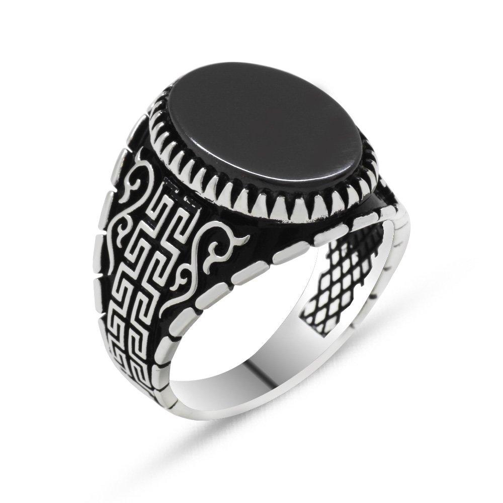 925 Ayar Gümüş Labirent Motifli Oval Siyah Oniks Taşlı Erkek Yüzük
