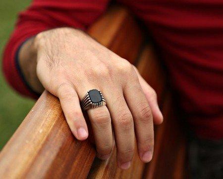 925 Ayar Gümüş Oniks Taşlı Kare Model Yüzük - Thumbnail