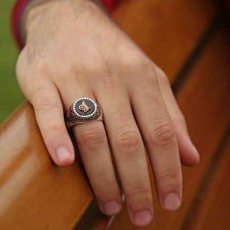 925 Ayar Gümüş Oniks Taşlı Tuğra Kabartmalı Yüzük - Thumbnail