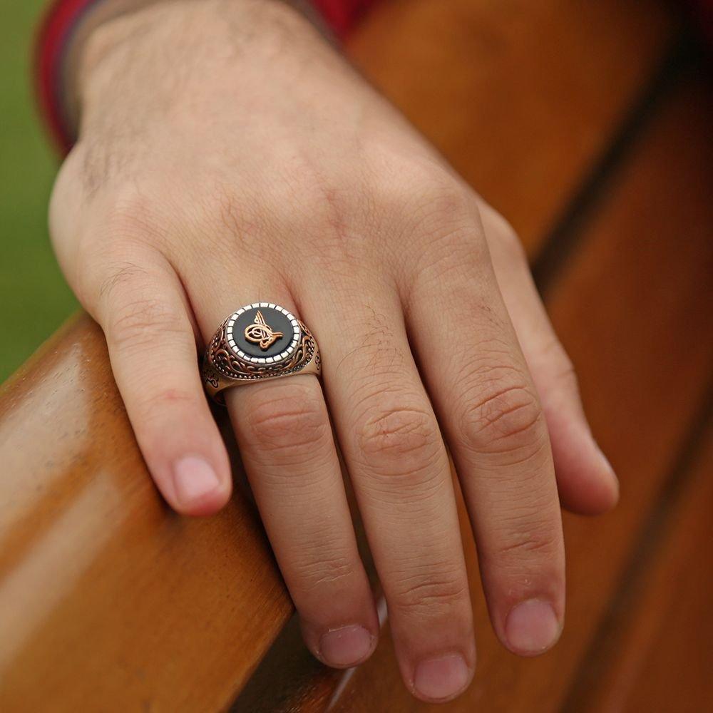 925 Ayar Gümüş Oniks Taşlı Tuğra Kabartmalı Yüzük