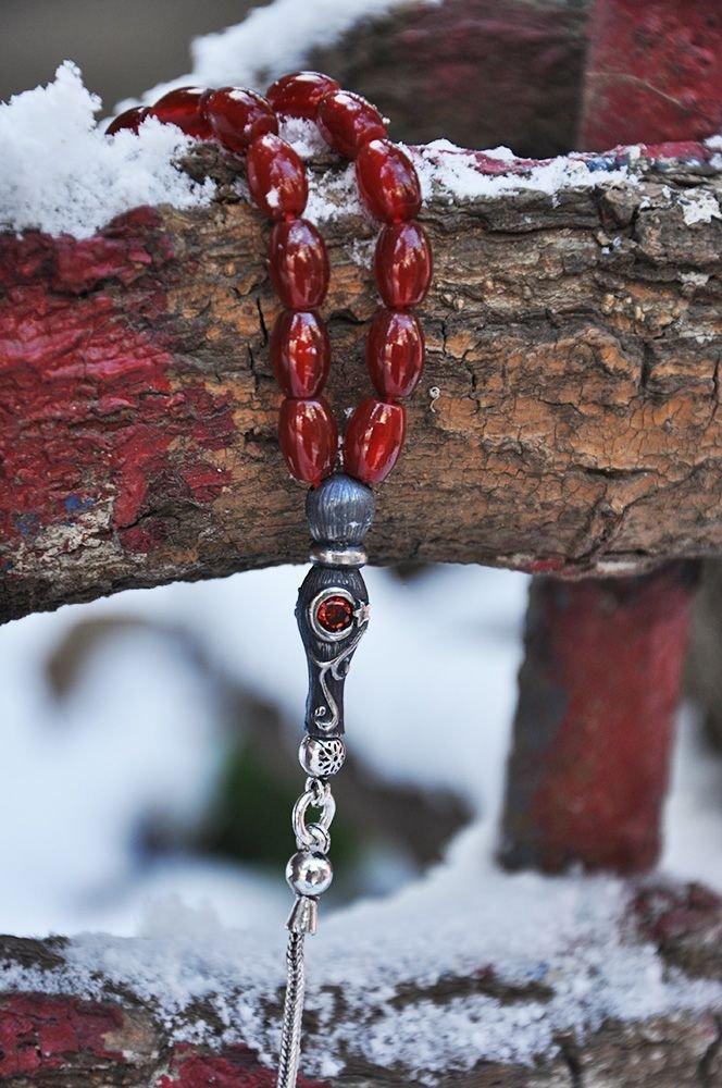 925 Ayar Gümüş Ayyıldız Püsküllü Arpa Kesim Koyu Kırmızı Akik Tesbih