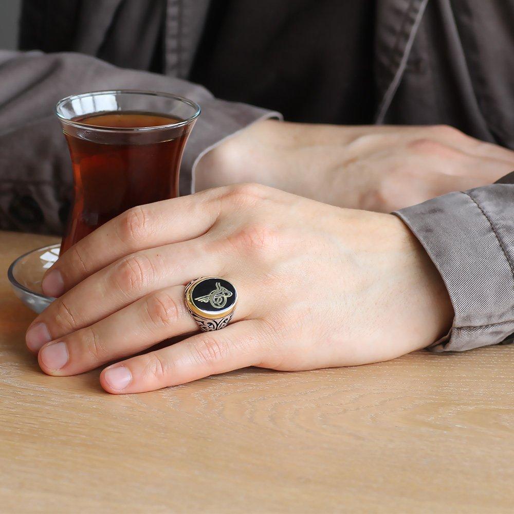Tuğra Motifli Siyah Mineli 925 Ayar Gümüş Erkek Yüzük