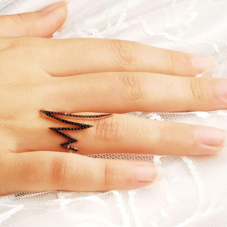 925 Ayar Gümüş Siyah Zirkon Taşlı Trend Model Yüzük