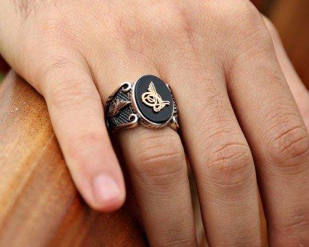 925 Ayar Gümüş Tuğra Desenli Oniks Taşlı Yüzük - Thumbnail