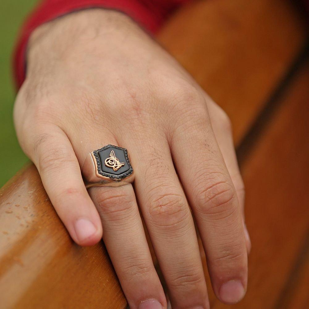 925 Ayar Gümüş Zirkon Taşlı Tuğra Desenli Oniks Yüzük