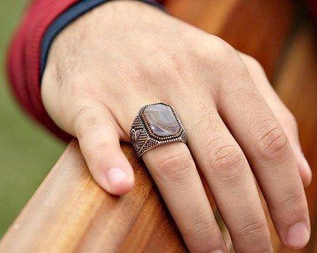 Tuğra İşlemeli Kahverengi Akik Taşlı 925 Ayar Gümüş Erkek Yüzük - Thumbnail