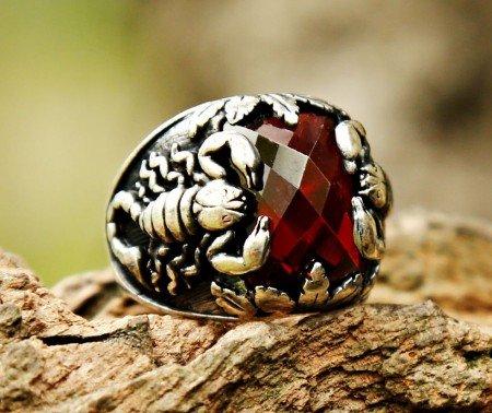 Akrep Kral 2 - 925 Ayar Gümüş Kırmızı Zirkon Taşlı Akrep Motifli Yüzük - Thumbnail