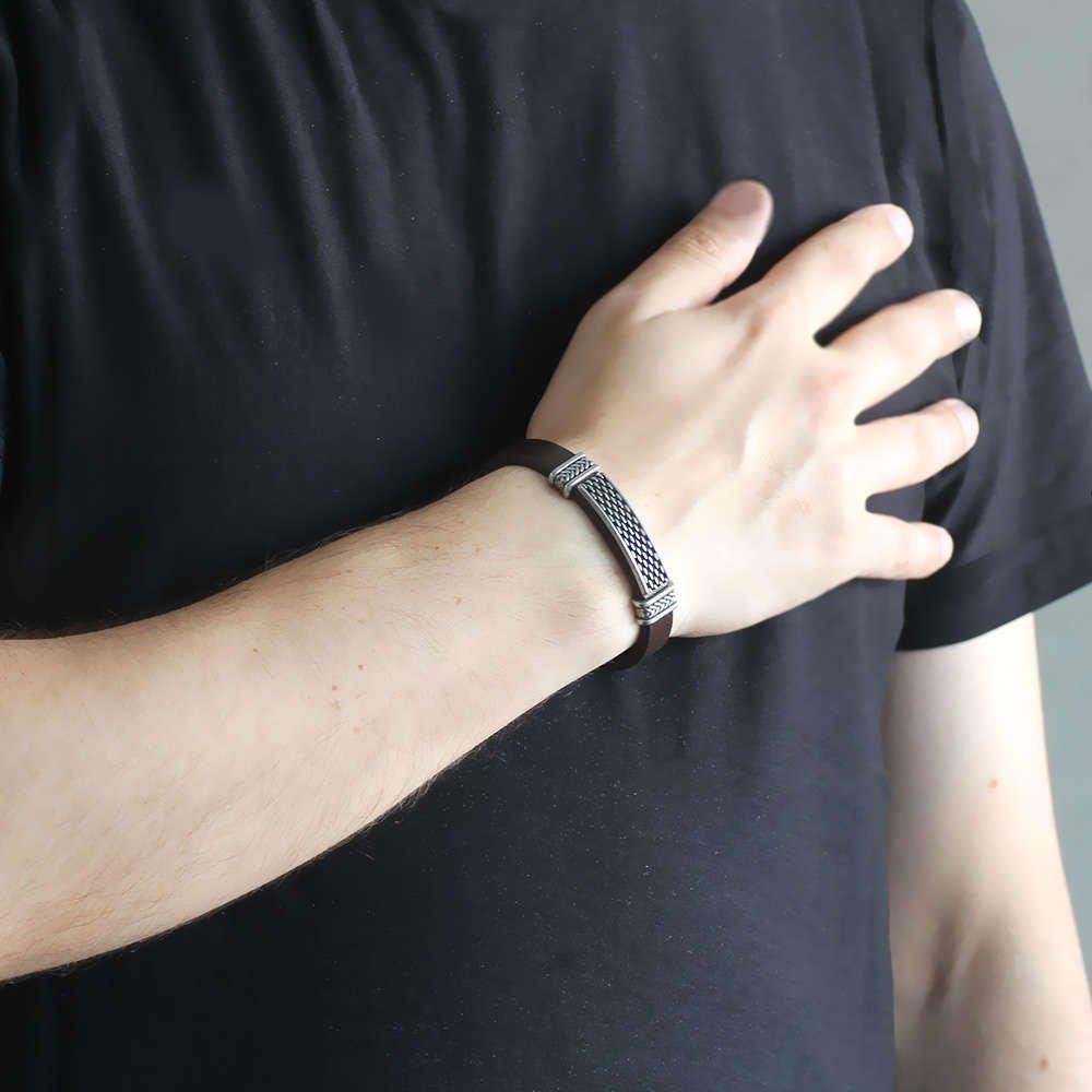 Nokta İşlemeli Kahverengi Kararmaz Metal-Deri Kombinli Erkek Bileklik