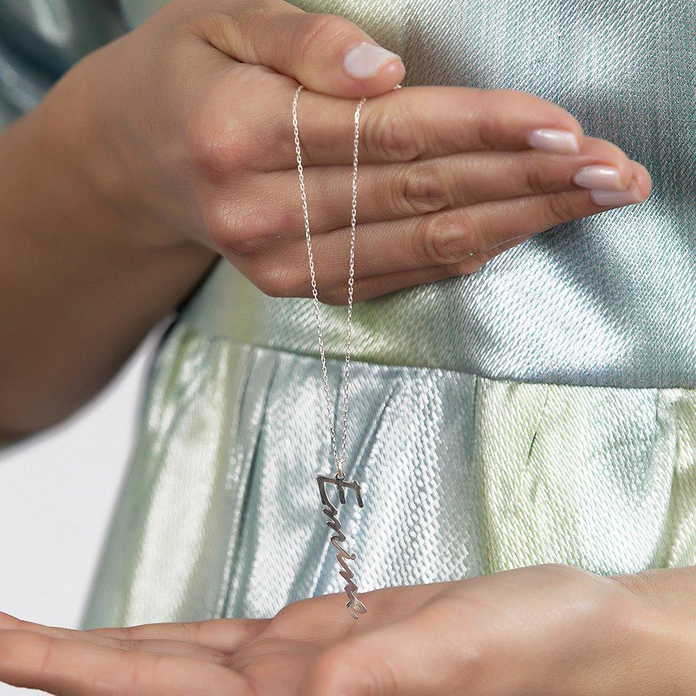 Dikey Tasarım Kişiye Özel İsim Yazılı 925 Ayar Gümüş Bayan Kolye