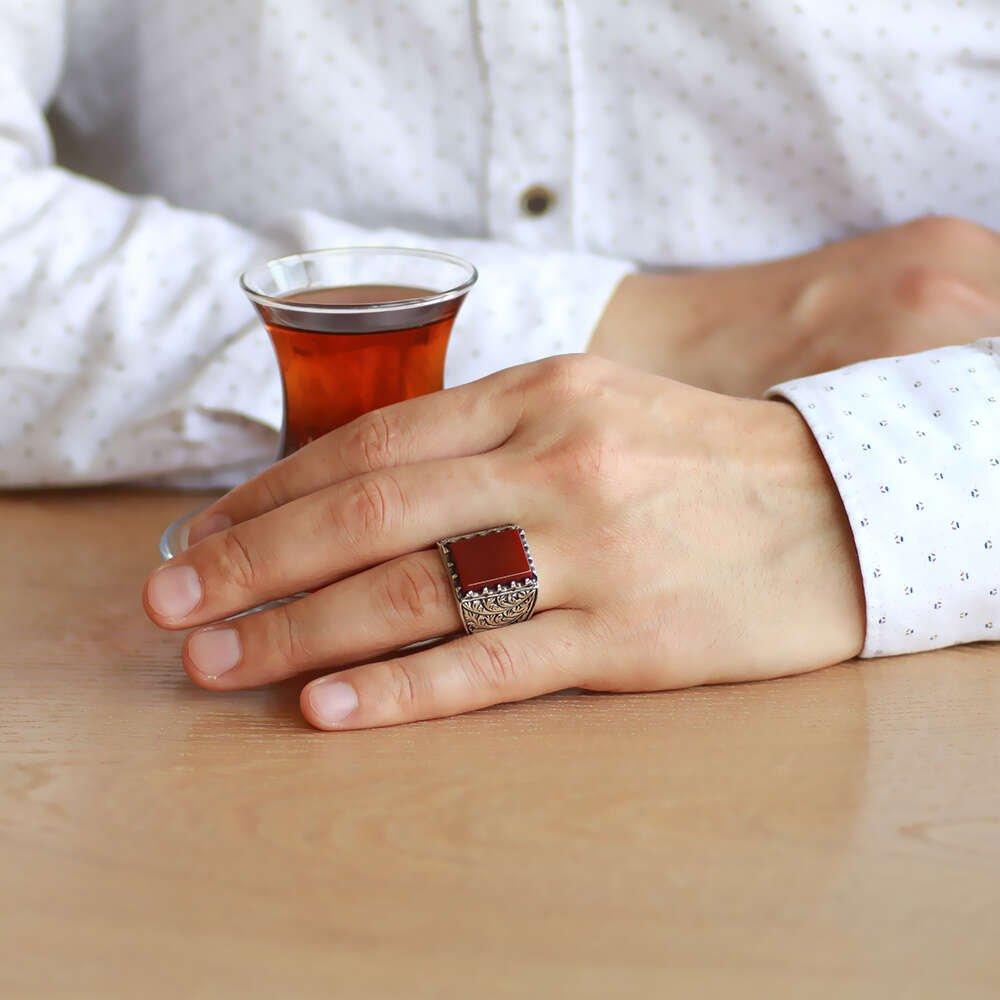 Erzurum Kalem İşlemeli Kırmızı Akik Taşlı 925 Ayar Gümüş Erkek Yüzük