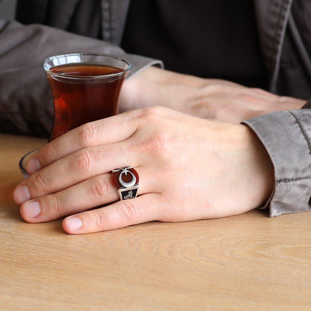 Tuğra İşlemeli Ayyıldız Motifli Akik Taşlı 925 Ayar Gümüş Hilal Yüzüğü