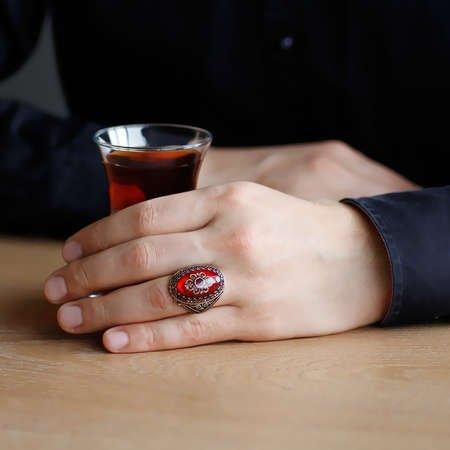 Kırmızı Kehribar İçine Kilim Deseni İşlemeli 925 Ayar Gümüş Erkek Yüzük - Thumbnail