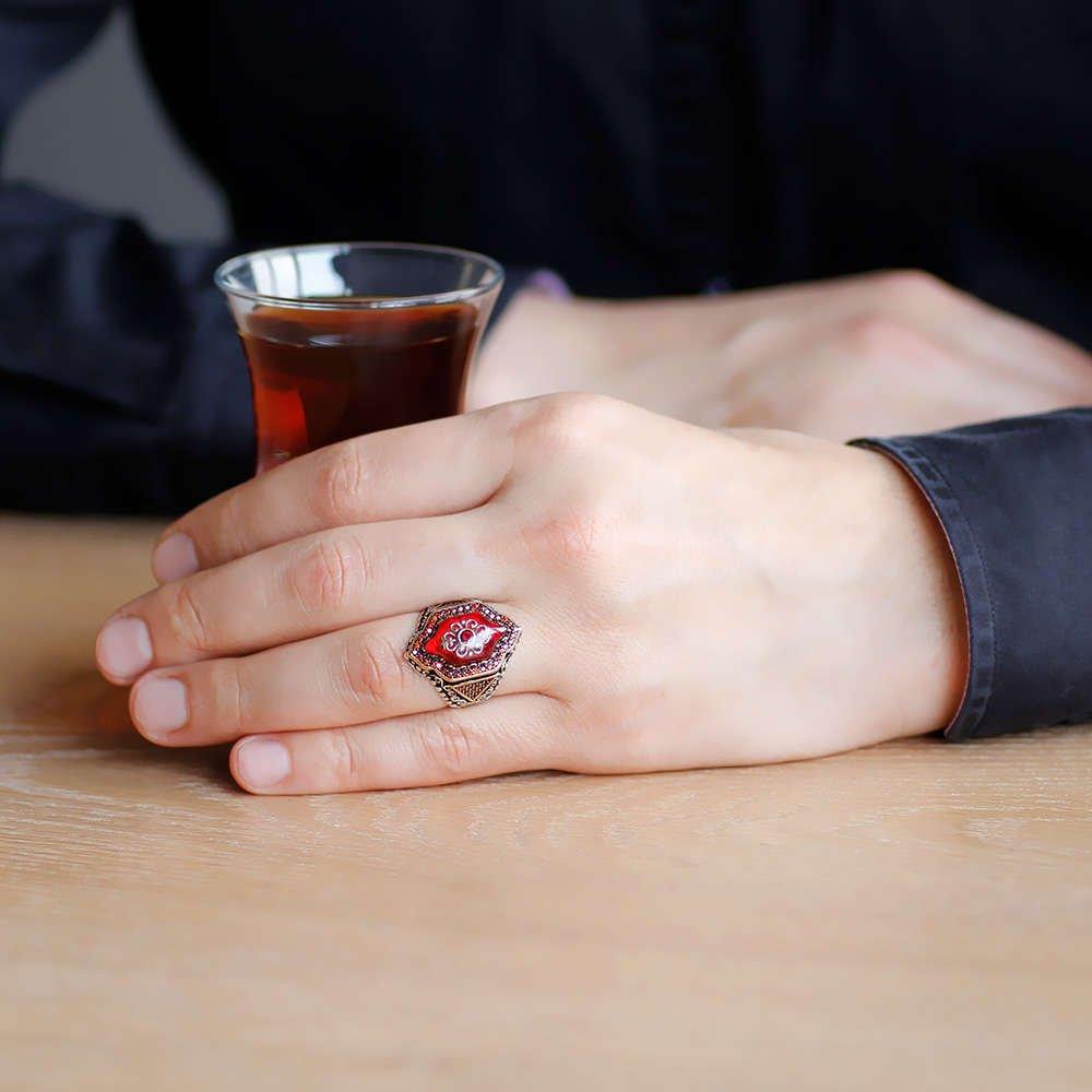 Kırmızı Kehribar İçine Kilim Deseni İşlemeli Altıgen Tasarım 925 Ayar Gümüş Erkek Yüzük