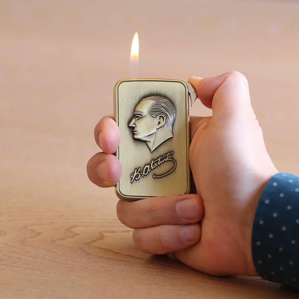 Kişiye Özel İsim Yazılı Atatürk Temalı Eskitme Bronz Renk Manyotorlu Metal Çakmak