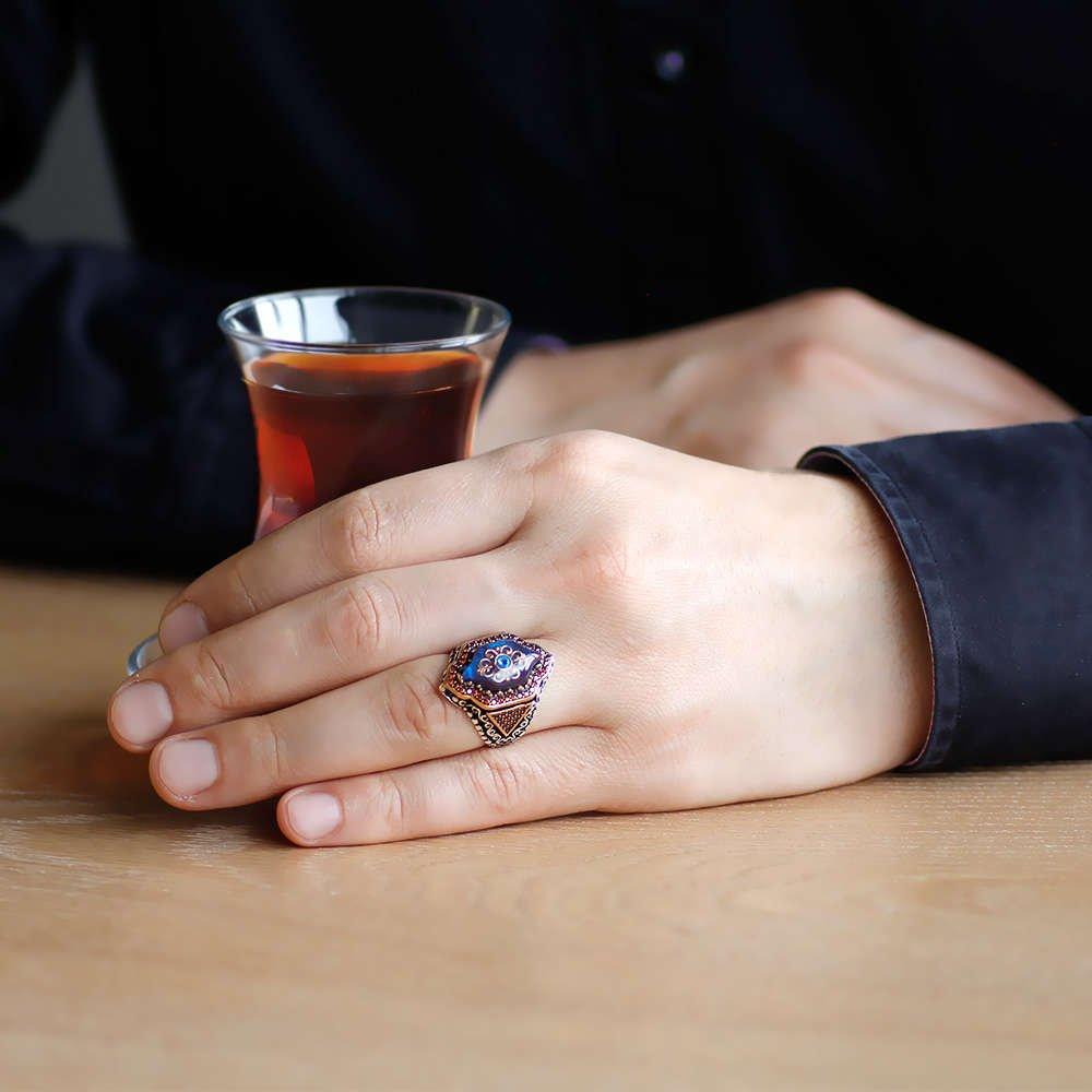 Mavi Kehribar İçine Kilim Deseni İşlemeli Altıgen Tasarım 925 Ayar Gümüş Erkek Yüzük