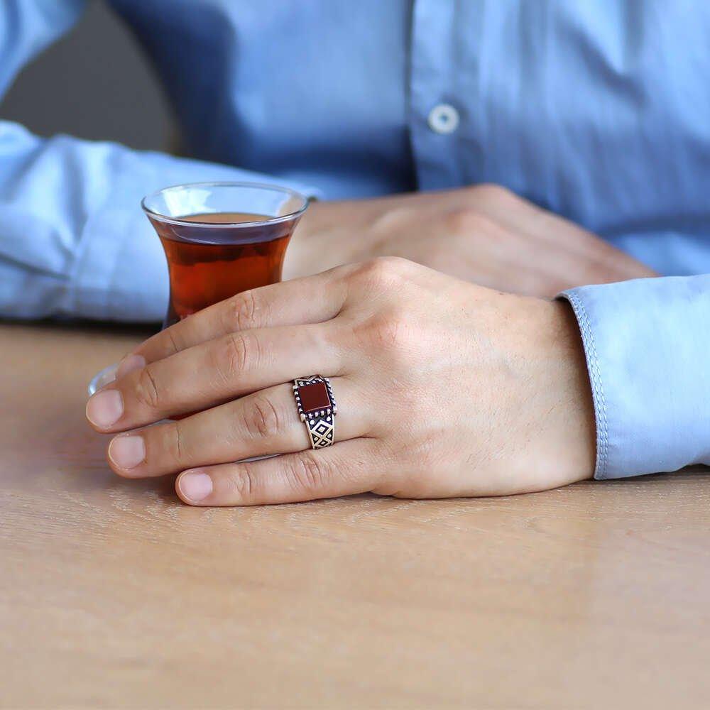 Minimal Tasarım Kırmızı Akik Taşlı 925 Ayar Gümüş Erkek Yüzük