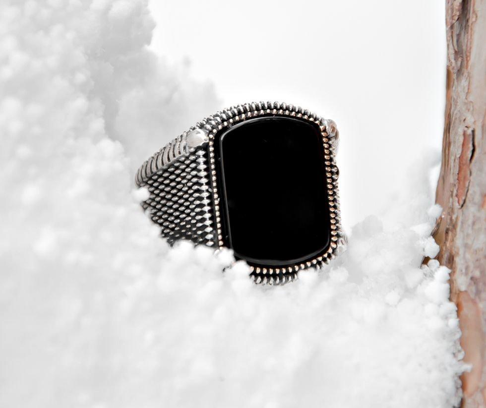 Nokta İşlemeli Siyah Oval Oniks Taşlı 925 Ayar Gümüş Erkek Yüzük