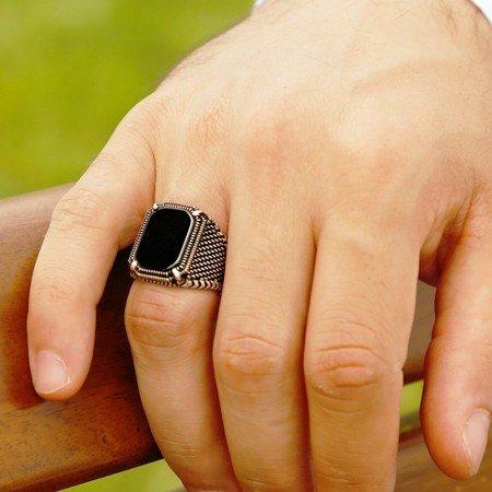 Nokta İşlemeli Siyah Köşeli Oniks Taşlı 925 Ayar Gümüş Erkek Yüzük - Thumbnail