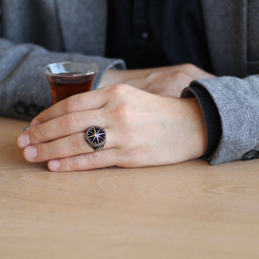 Pusula Tasarım Yanları Siyah Zirkon Taş Mıhlamalı 925 Ayar Gümüş Erkek Yüzük