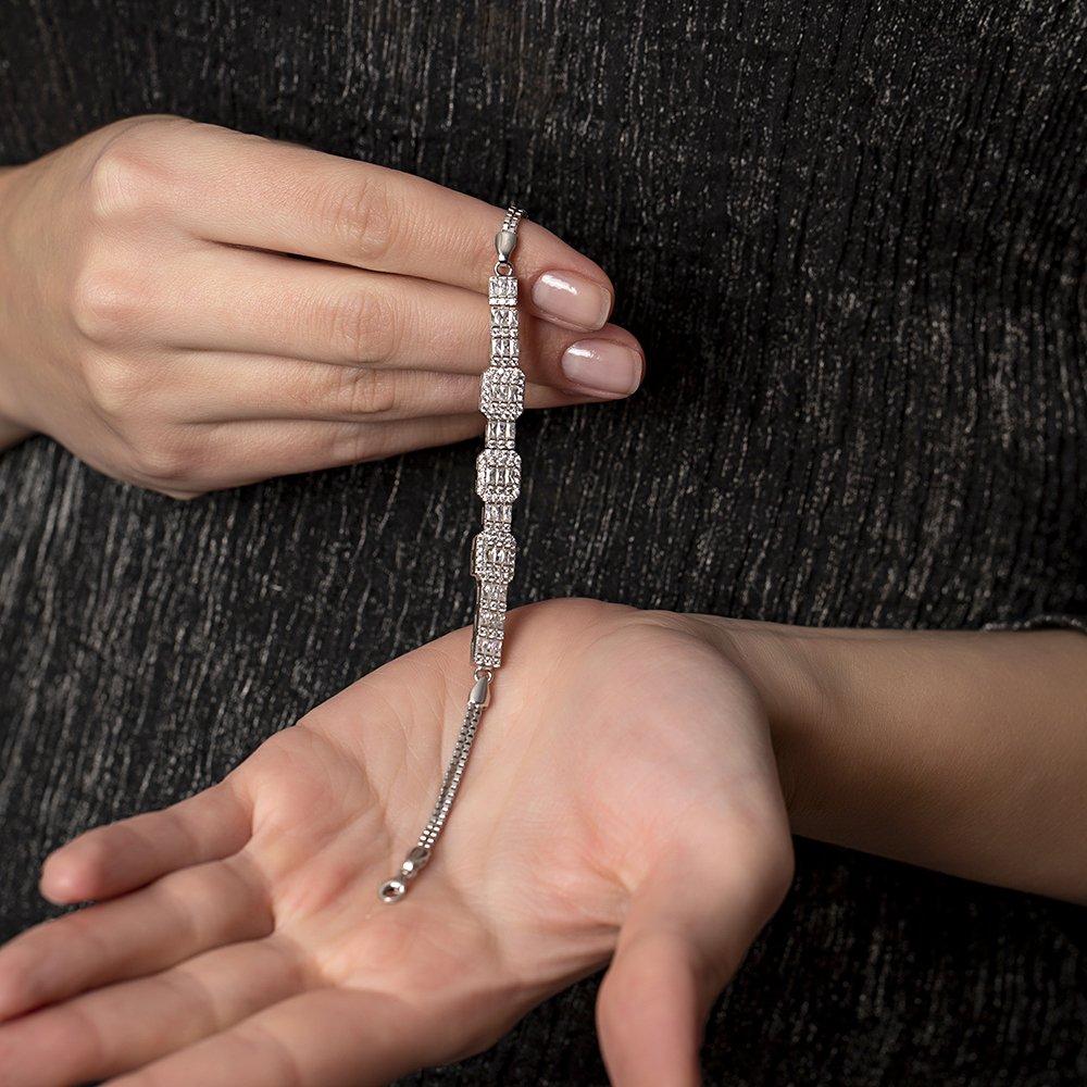 Sıralı Baget Taşlı Yarım Tur 925 Ayar Gümüş Kadın Bileklik