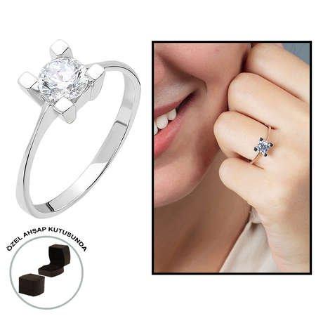 Starlight Diamond Pırlanta Montür Kare Tasarım 925 Ayar Gümüş Bayan Tektaş Yüzük - Thumbnail