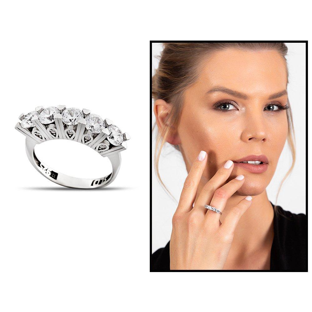 Starlight Diamond Pırlanta Montür Mikro Taşlı Minimal Tasarım 925 Ayar Gümüş Kadın Beştaş Yüzük