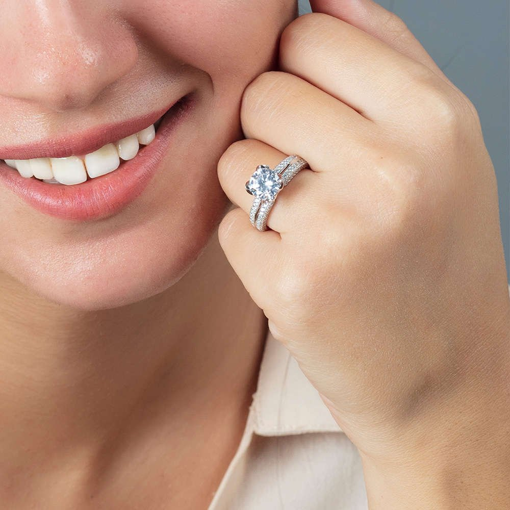Starlight Diamond Pırlanta Montür Sevgi Temalı 925 Ayar Gümüş Bayan Tektaş Yüzük