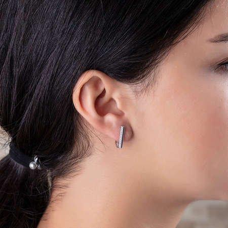 Tek Sıra Zirkon Taşlı Köşeli Tasarım 925 Ayar Gümüş Bayan Küpe - Thumbnail