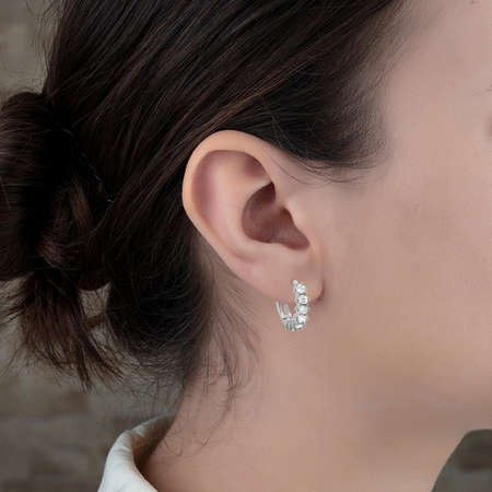 Tek Sıra Zirkon Taşlı Oval Tasarım 925 Ayar Gümüş Bayan Küpe - Thumbnail
