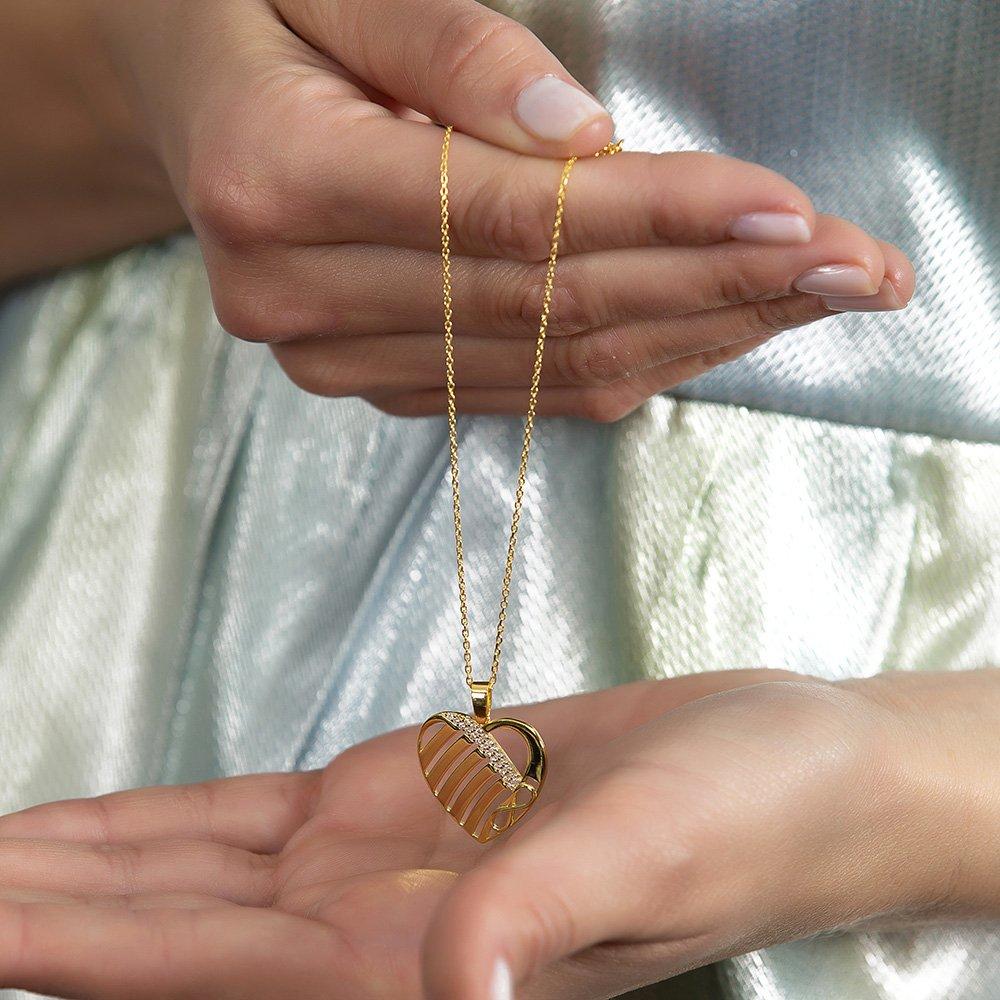 Zirkon Taşlı Kalp Tasarım Kişiye Özel İsimler Yazılı Gold Renk 925 Ayar Kolye