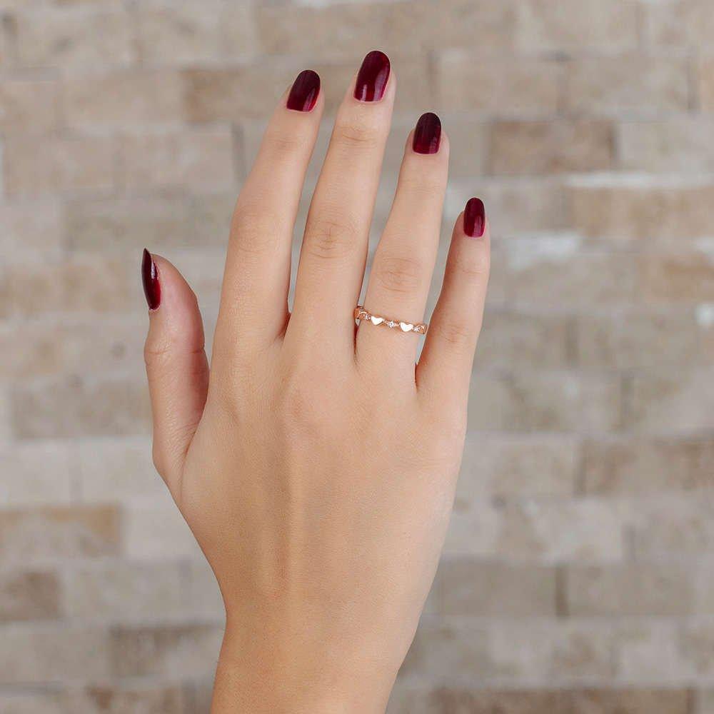 Zirkon Taşlı Sıralı Kalp Tasarım Rose Renk 925 Ayar Gümüş Bayan Yüzük